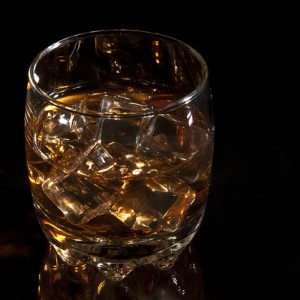 objects photography commercial photos - whisky with icecubes - tárgy reklámfoto whisky jégkockákkal