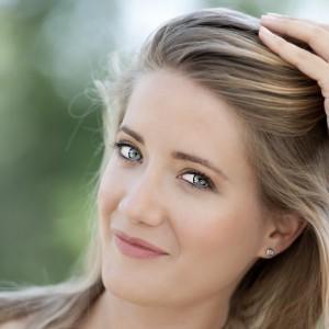 Portrait photo of blonde young woman - fiatal szőke nő arckép
