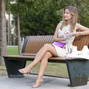 portrait of young woman with tablet itting on a deck - fiatal padon ülő nő portré tablett PC-vel