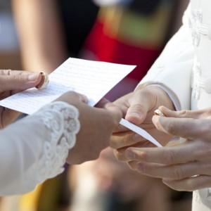 Wedding photos - detail - hands, ring - esküvői fotó - részlet - kezek, gyűrű