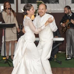 Wedding photos - dancing bride and bridegroom - esküvői fotó - táncoló menyasszony és vőlegény